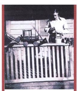 Jimmy Rosario haciendo juguetes en 1942
