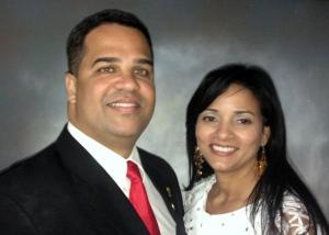 El Alcalde Marcos Cruz y la Primera Dama Geirgina (Ginny) Laureano en su primer dia oficial. | Foto por Thomas Jimmy Rosario Gonzalez