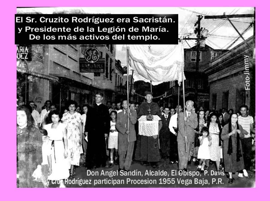 Procesion 041 Angel Sandín, Alcalde, el Obispo y Cruzito Rdz