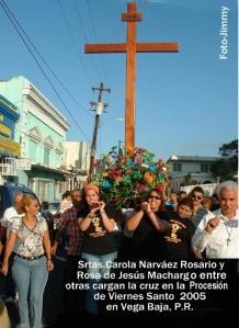 Procesion 126 Carola Narváez y otras cargan la Cruz JJ Acost (2)
