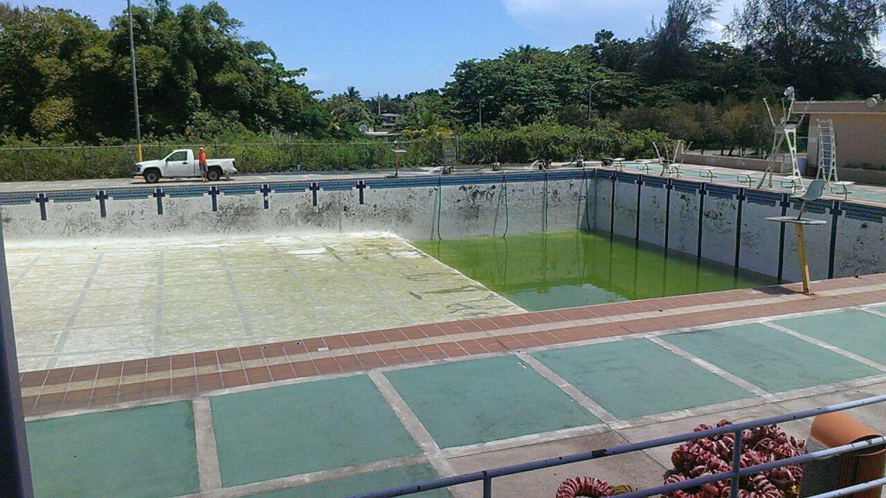 Ya la piscina pr cticamente se vaci archivo del diario for Piscina municipal puerto de la cruz
