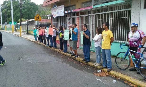 PROTESTA EN LA ESCUELA ANGEL SANDIN